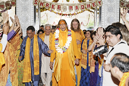 Jagadguru Kripaluji Maharaj at Radha Madhav Dham, USA